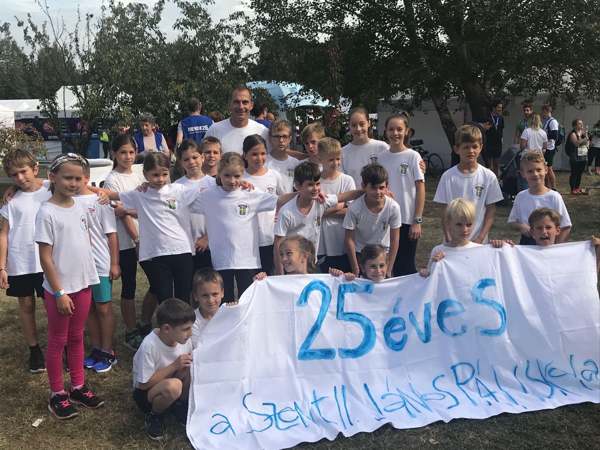 25 diák fut – a 25 éves Iskolánkért